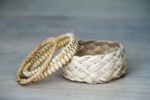 Bracelets tissés et tressés.